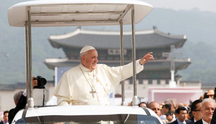 Pape-françois-en-Papamobile-en-Corée