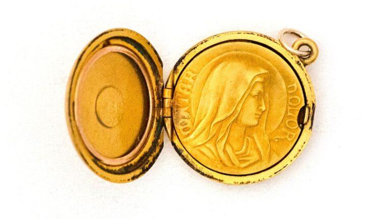 4.2 Marian locket